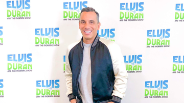 Elvis Duran - Sebastian Maniscalco Was Given No Rules When It Comes To Jokes At The VMAs