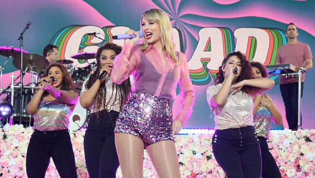 Taylor Swift Accidentally Reveals She'll Open The 2019 MTV VMAs