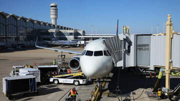 Gabby Diaz - Passengers UPSET with Delta Airlines as no Hotels offered after 18-hr Delay
