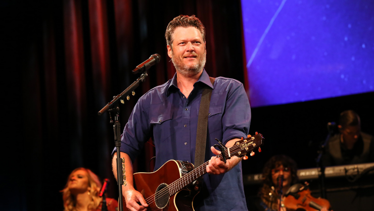 Watch Blake Shelton's Live Debut Of 'Hell Right' In The Rain