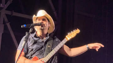 Steve & Gina's Page - Brad Paisley to Star in Amazon Comedy, Fish Out of Water