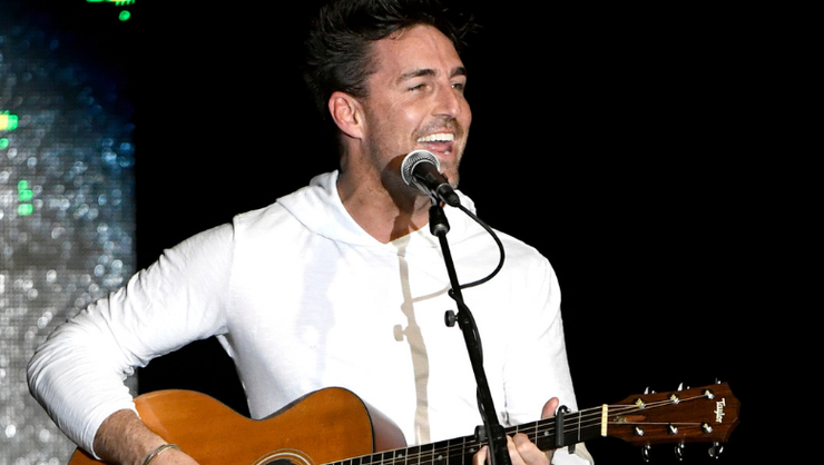 Jake Owen Shares Live Cover Of Waylon Jennings' 'Never Could Toe The Mark'