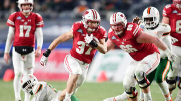 Wisconsin Sports - Garrett Groshek embraces 'coach on the field' role in Badgers offense