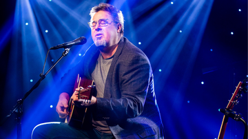 iHeartRadio Live - Vince Gill On Truth In A Song, Touring With The Eagles And New Album 'Okie'