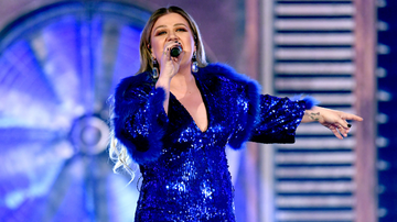Women of iHeartCountry - Kelly Clarkson Had A Cyst On Her Ovary Burst While Filming 'The Voice'