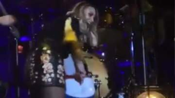 Lindsey Marie - WATCH: Miranda Lambert Deflates Beach Ball During Her Show
