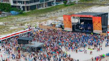 Photos - Justin Moore Concert Pictures at the Flora-Bama!