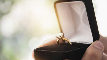 Chelsey - Guy Secretly Proposes to his Girlfriend for a Month