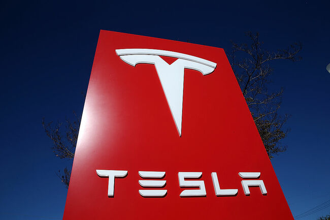 NTSB: Inattentive Driver, Tesla Autopilot Design Contributed to 405 Crash