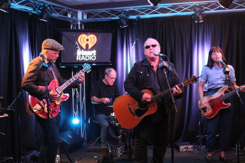 Pixies Debut New 'Beneath the Eyrie' Song During Philadelphia Performance