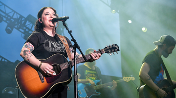 iHeartCountry - Ashley McBryde Opens Up About Struggle With Anxiety After Brother's Death