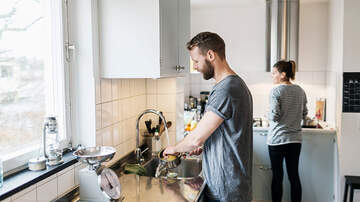 Sos - Most Men Say They Split Chores Evenly, Women Disagree