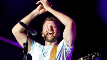 iHeartCountry - Brett Eldredge's Break From Technology Has Him Writing On A 'Deeper Level'