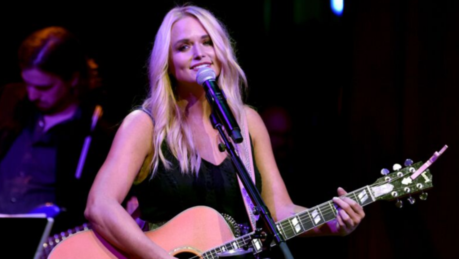 Miranda Lambert Covers 'Fooled Around And Fell In Love' With Tourmates