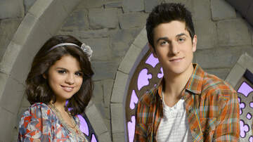 Entertainment News - David Henrie Discussing 'Wizards Of Waverly Place' Reboot With Selena Gomez