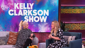 Headlines - Christina Aguilera Invites Kelly Clarkson To Las Vegas Residency For A Duet