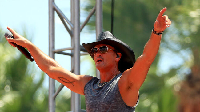 See Tim McGraw Pilot His Own Aircraft