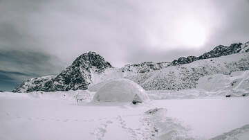 Sos - You Can Stay In An Igloo At The North Pole For Just $105k A Night