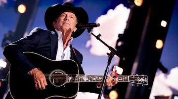 Headlines - George Strait Honors Police With Heavy New Single 'The Weight Of The Badge'