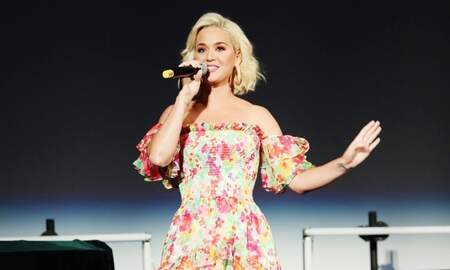 Entertainment News - Katy Perry Gives Glittery First Performance Of 'Small Talk' On 'Ellen'