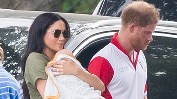Entertainment News - These Pics Of Prince Harry, Meghan Markle & Archie At Local Pub Are So Cute