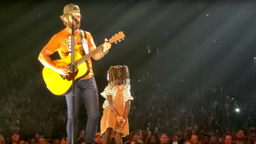 Music News - Thomas Rhett Sings 'To The Guys That Date My Girls' To Daughter On Stage