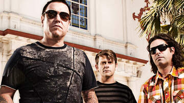 Buzzing Vegas - Smash Mouth on the 3rd Street stage at Fremont Street Experience