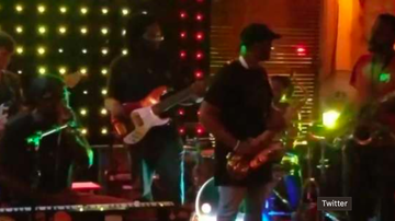 Chuck Dizzle - Saxophone Player Punches Band Member & Quits During Performance