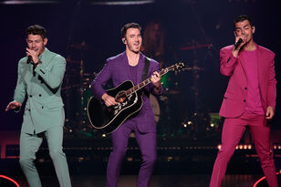 Jonas Brothers Celebrate 25th Anniversary Of 'Friends' With Hilarious Video