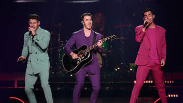 Trending - Jonas Brothers Celebrate 25th Anniversary Of 'Friends' With Hilarious Video