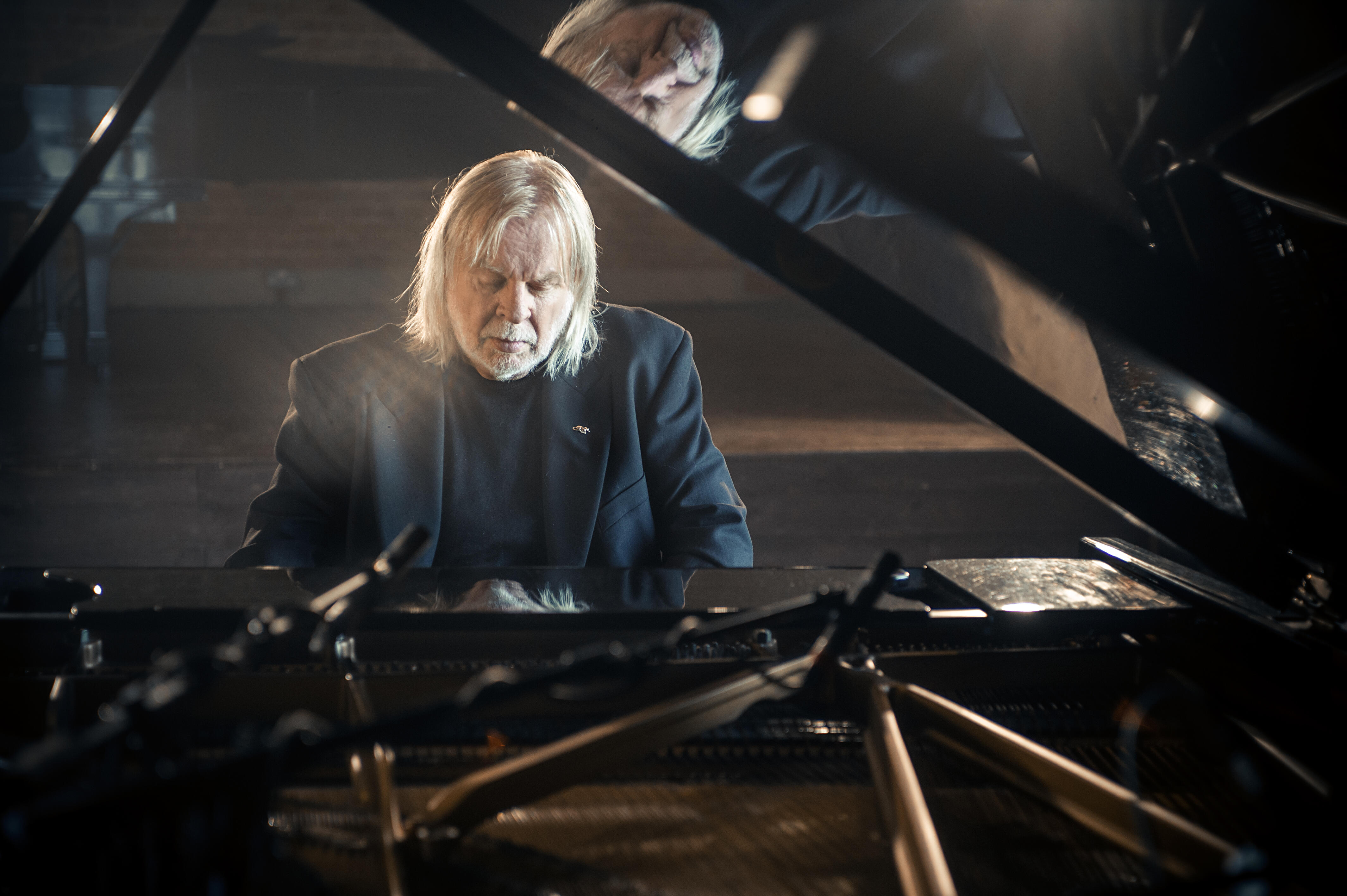 """How Rick Wakeman Saved David Bowie's """"Space Oddity"""" With The Mellotron"""