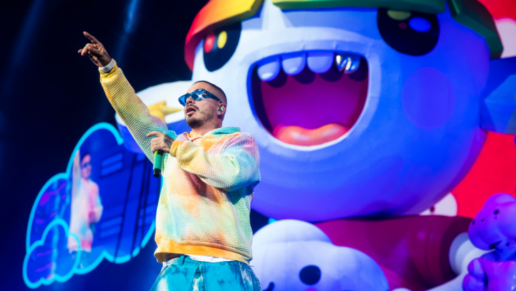 J Balvin's 'Arcoiris Tour' Hits New York City For Psychedelic Dance Party | iHeartRadio