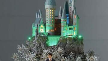 Reid - There's A Light-Up Hogwarts Tree Topper Perfect For Harry Potter Fans