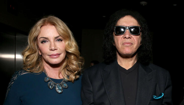 Shannon Tweed Simmons Gives Update On Gene's Bout With Kidney Stones | iHeartRadio