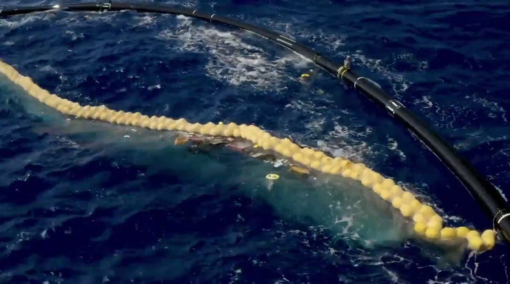 ocean cleanup device starts working