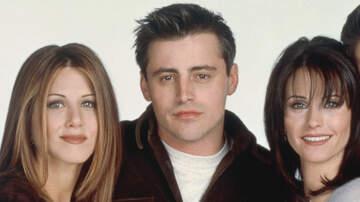 Headlines - Courteney Cox, Jennifer Aniston & Matt LeBlanc Reunite For 'Rare' Selfie