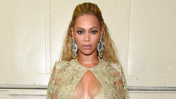 Entertainment - Beyonce Shows Off Her Curves In Jaw-Dropping Gold Gown