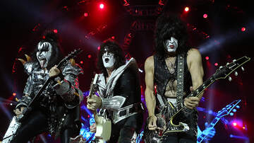 Lisa Foxx - Rock Band KISS Doing A Live Concert With Great White Sharks!