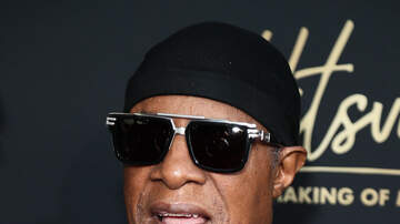 Kirby Gwen - Deon Cole and Stevie Wonder have BEEF?