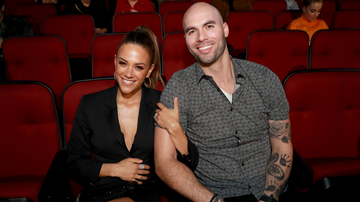 Music News - Jana Kramer Opens Up About Finding Woman's Topless Photo On Husband's Phone