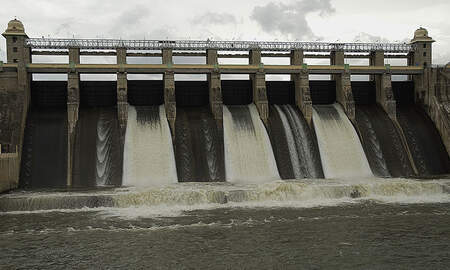 Weird News - Four Family Members Die While Taking Selfie At Dam