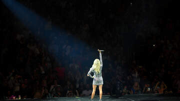 Quinn - Little girl signs along with Carrie Underwood to The Champion