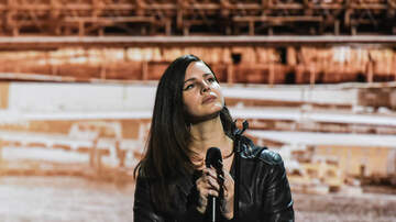 Catalina - Lana Del Rey Stops Portland Show to Look for Her Vape Pen