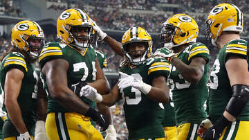 The Crossover with Ted Davis & Dan Needles - Is The Packers Offensive Line Getting The Credit It Deserves?