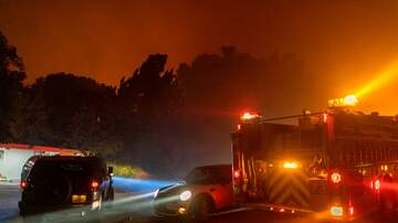 KOGO LOCAL NEWS - Homes Destroyed in L-A Wildfire; Santa Ana Winds Raise Risk in San Diego