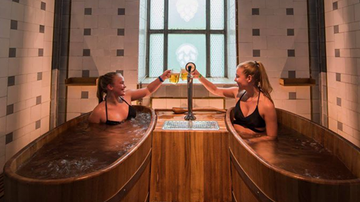 Suzette - These Spas Let You Bathe In Beer Bathtubs While You Drink Beer
