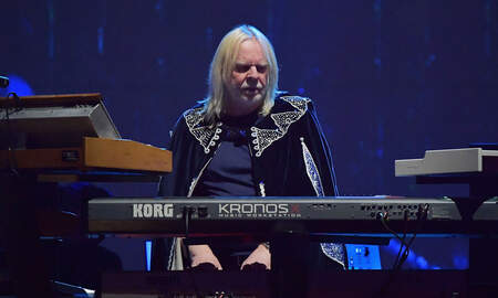 Rock News - Rick Wakeman Says YES Died With Chris Squire, Opposes Own Use Of YES Name