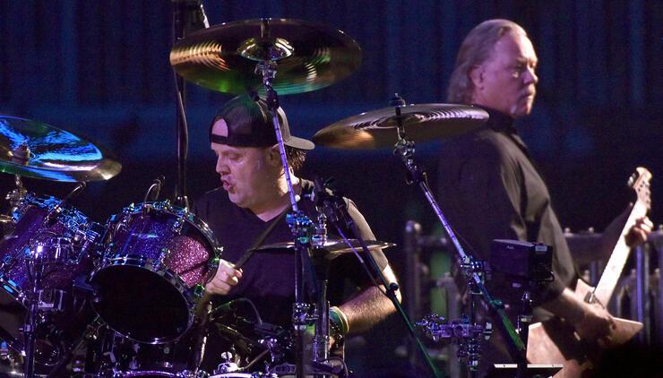 "Metallica's Lars Ulrich Says James Hetfield Is ""Healing Himself"" In Rehab | iHeartRadio"