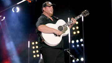 Headlines - 'CMT Artist of the Year' Luke Combs Reflects On 2019
