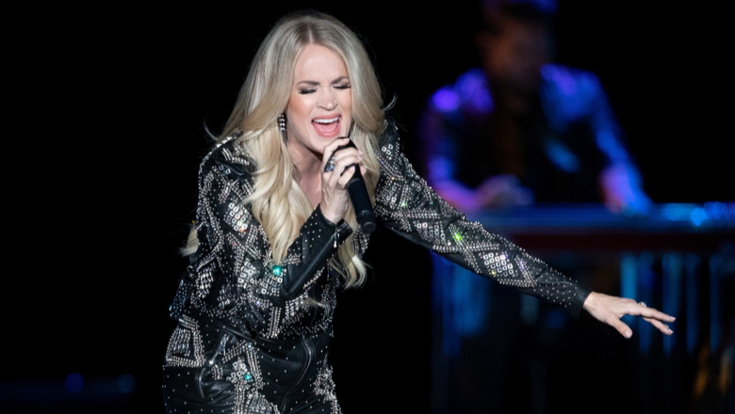 Carrie Underwood Invites Talented Fan Onstage To Rap With Her